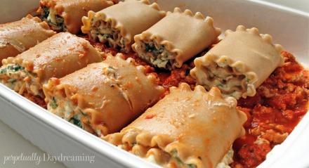 Skinny Turkey Lasagna Rolls || Perpetually Daydreaming12